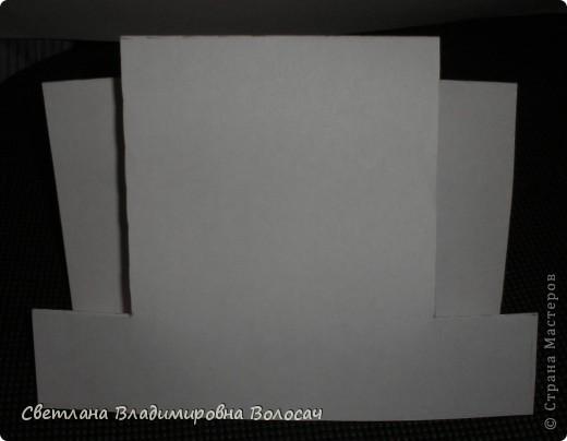 Вот такие открытки можно сделать к женским праздникам. На этой открытке горшочек для деревца покрашен аэрозольной краской.  Фон из обыкновенной салфетки.. Украшена дырокольностями и самоклеющей бумагой. Розочки-квиллинг Открытка из целого листа картона фото 26