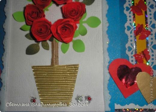 Вот такие открытки можно сделать к женским праздникам. На этой открытке горшочек для деревца покрашен аэрозольной краской.  Фон из обыкновенной салфетки.. Украшена дырокольностями и самоклеющей бумагой. Розочки-квиллинг Открытка из целого листа картона фото 15