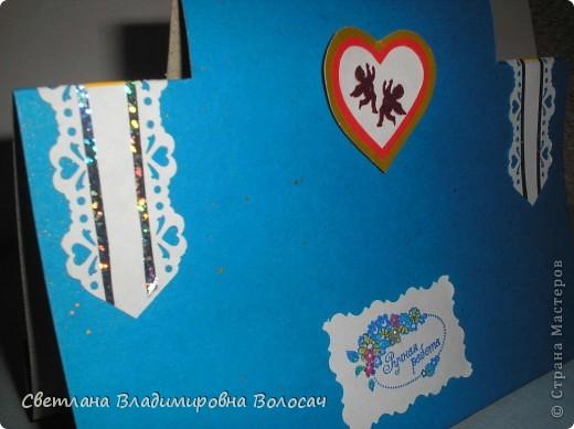 Вот такие открытки можно сделать к женским праздникам. На этой открытке горшочек для деревца покрашен аэрозольной краской.  Фон из обыкновенной салфетки.. Украшена дырокольностями и самоклеющей бумагой. Розочки-квиллинг Открытка из целого листа картона фото 3