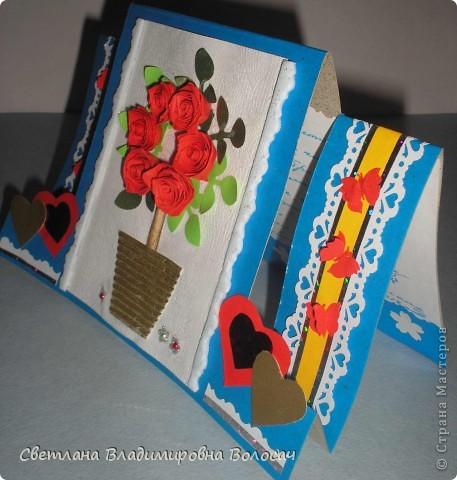 Вот такие открытки можно сделать к женским праздникам. На этой открытке горшочек для деревца покрашен аэрозольной краской.  Фон из обыкновенной салфетки.. Украшена дырокольностями и самоклеющей бумагой. Розочки-квиллинг Открытка из целого листа картона фото 2