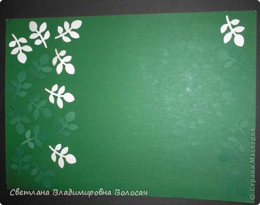 Вот такие открытки можно сделать к женским праздникам. На этой открытке горшочек для деревца покрашен аэрозольной краской.  Фон из обыкновенной салфетки.. Украшена дырокольностями и самоклеющей бумагой. Розочки-квиллинг Открытка из целого листа картона фото 9