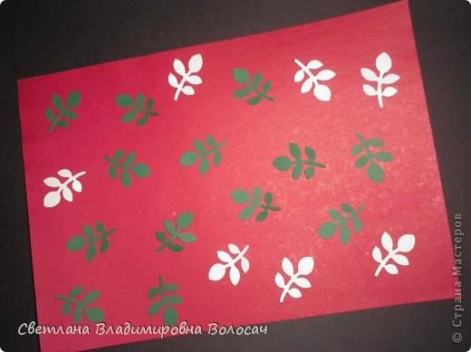 Вот такие открытки можно сделать к женским праздникам. На этой открытке горшочек для деревца покрашен аэрозольной краской.  Фон из обыкновенной салфетки.. Украшена дырокольностями и самоклеющей бумагой. Розочки-квиллинг Открытка из целого листа картона фото 6