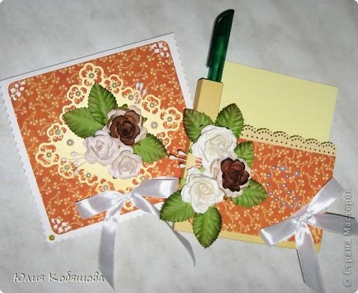 Вот такой комплект я сделала в подарок учительнице по сольфеджио. Совсем простенький, использовала бумагу. готовые цветочки, листочки, ленты. Она уже женщина в возрасте, надеюсь ей понравится. фото 1