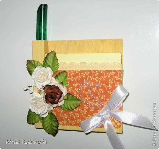 Вот такой комплект я сделала в подарок учительнице по сольфеджио. Совсем простенький, использовала бумагу. готовые цветочки, листочки, ленты. Она уже женщина в возрасте, надеюсь ей понравится. фото 2