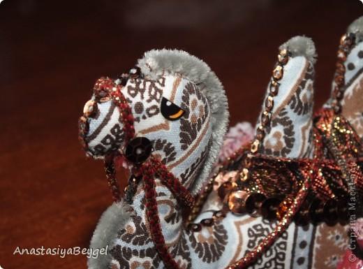 Увидела на просторах Страны этих замечательных верблюдов - https://stranamasterov.ru/node/312590?c=favorite. Решила попробовать сделать своего собственного) Как раз мне попалась ткань интересной расцветки, вот и решила, что она подойдет для моего верблюда)) фото 8