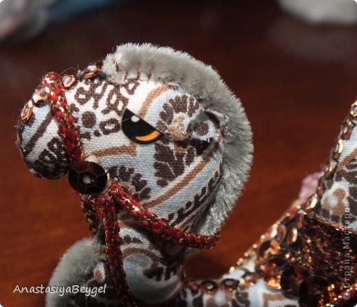 Увидела на просторах Страны этих замечательных верблюдов - https://stranamasterov.ru/node/312590?c=favorite. Решила попробовать сделать своего собственного) Как раз мне попалась ткань интересной расцветки, вот и решила, что она подойдет для моего верблюда)) фото 10