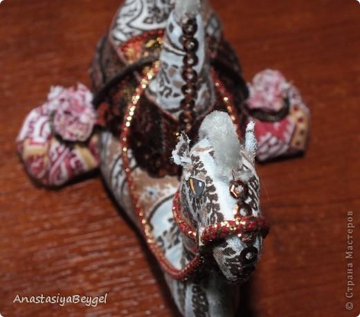 Увидела на просторах Страны этих замечательных верблюдов - https://stranamasterov.ru/node/312590?c=favorite. Решила попробовать сделать своего собственного) Как раз мне попалась ткань интересной расцветки, вот и решила, что она подойдет для моего верблюда)) фото 11
