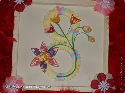 Восьмёрка выполненная из модулей оригами украшенная цветочками в технике квиллинг  фото 1