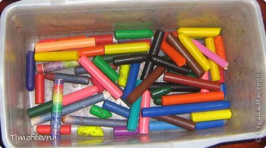 """Приветствую гостей своего блога!! Всем вам очень рада! На днях, попалась мне на глаза одна ссылочка - <a href=""""http://whimsy-girl.blogspot.com/2008/07/cool-chunky-crayons-tutorial.html"""">вот эта</a> - и я поняла, что мимо пройти просто не могу! И вот я вам показываю, чего натворила-наварила (вернее, наплавила), а именно, сделала радужный восковой мел! фото 3"""