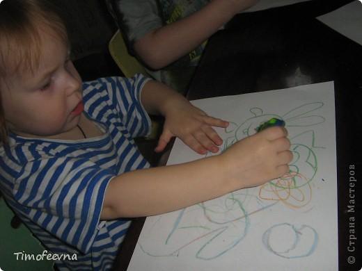 """Приветствую гостей своего блога!! Всем вам очень рада! На днях, попалась мне на глаза одна ссылочка - <a href=""""http://whimsy-girl.blogspot.com/2008/07/cool-chunky-crayons-tutorial.html"""">вот эта</a> - и я поняла, что мимо пройти просто не могу! И вот я вам показываю, чего натворила-наварила (вернее, наплавила), а именно, сделала радужный восковой мел! фото 9"""
