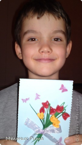 Это мой сынуля Кирюша ( 5 лет), для бабушки сам сделал открытку с тюльпанчиками, я только собрала в букетик и перевязала ленточкой. фото 1