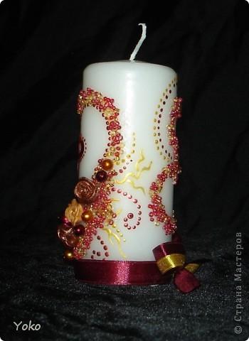 Вот такой заказ был на свадьбу. Желание заказчика по цветовой гамме: бардовый-золотой-белый. Свечи покупные, отделка ручная: розы лепила из пластики, бисер, бусины, ленты, контуры фото 6