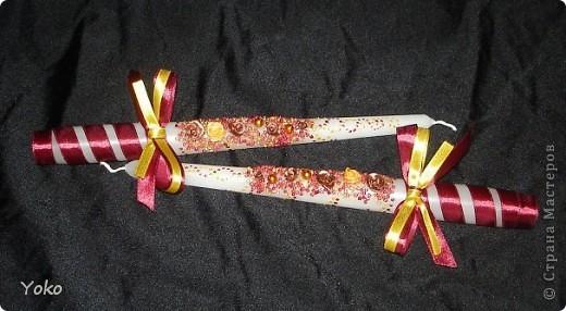 Вот такой заказ был на свадьбу. Желание заказчика по цветовой гамме: бардовый-золотой-белый. Свечи покупные, отделка ручная: розы лепила из пластики, бисер, бусины, ленты, контуры фото 7