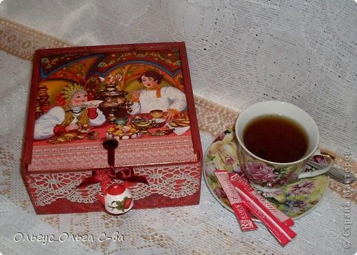 В подарок коллеге сделала чайную коробку. Пожелания были только по цвету - красный, вот что получилось: