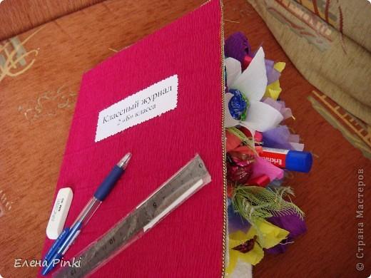 Добрый день дорогие жители страны!!!Вот еще букетики к 8 марта...все в одинаковых цветах, т.к. цветочки приготавливались на очень скорую руку и времени на разнообразие совсем не было!Все было сделано оптом=)) фото 2