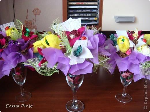 Добрый день дорогие жители страны!!!Вот еще букетики к 8 марта...все в одинаковых цветах, т.к. цветочки приготавливались на очень скорую руку и времени на разнообразие совсем не было!Все было сделано оптом=)) фото 4