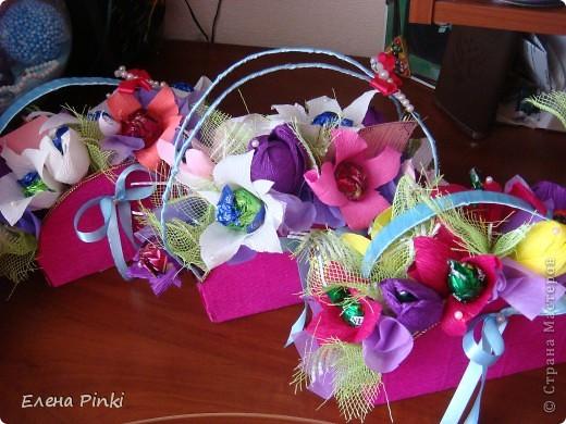 Добрый день дорогие жители страны!!!Вот еще букетики к 8 марта...все в одинаковых цветах, т.к. цветочки приготавливались на очень скорую руку и времени на разнообразие совсем не было!Все было сделано оптом=)) фото 5