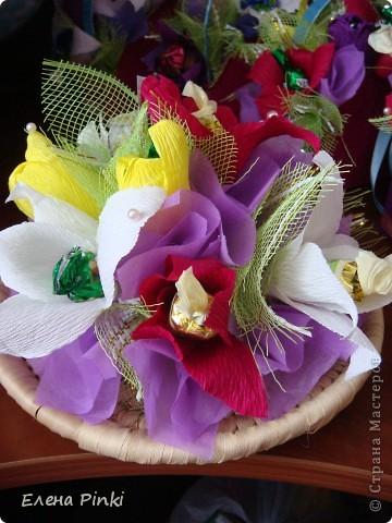 Добрый день дорогие жители страны!!!Вот еще букетики к 8 марта...все в одинаковых цветах, т.к. цветочки приготавливались на очень скорую руку и времени на разнообразие совсем не было!Все было сделано оптом=)) фото 8