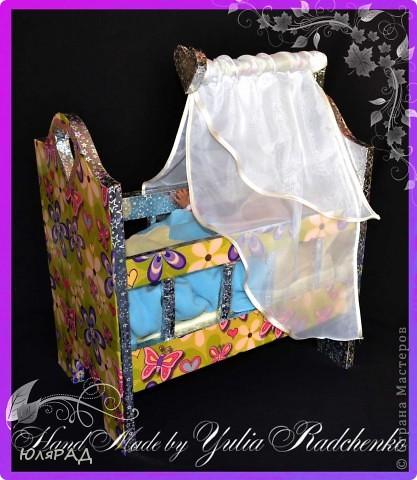 Вот такую кроватку для кукол я сделала доченьке к 8 марта, но естественно не удержалась и уже подарила)))) Спасибо Наталья Линкер за такую прекрасную идею))) фото 2