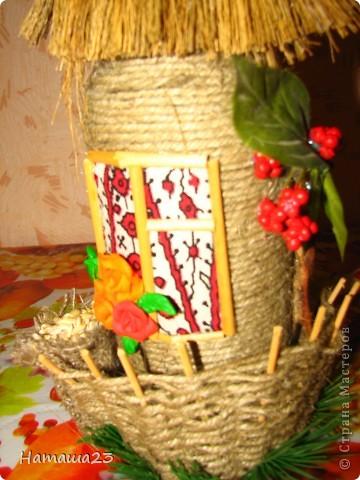 Мельница, рядом обедающий казак-мельник фото 9