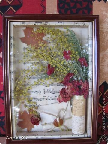 Вот такая картина у меня получилась из сухих цветов оставшихся после 8 марта. фото 1