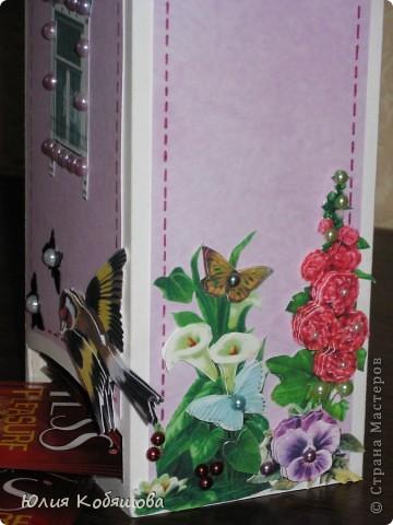 Этот домик сделала для преподавательницы моей Дашеньки. Получился он вот такой в розовых тонах с яркими пятнами в виде 3D цветочков, птичек и бабочек. Это один бочёк... фото 3