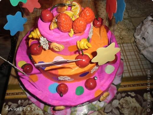 Вот испекла картонный тортик! Одноклассница работающая в детском саду попросила сделать им в группу тортик. Пекла наверное неделю, как было 2 3 часа свободных, ну и конечно желание. фото 1