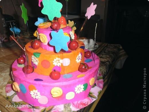 Вот испекла картонный тортик! Одноклассница работающая в детском саду попросила сделать им в группу тортик. Пекла наверное неделю, как было 2 3 часа свободных, ну и конечно желание. фото 2
