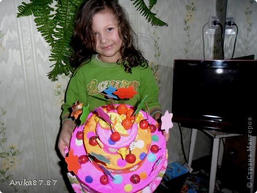 Вот испекла картонный тортик! Одноклассница работающая в детском саду попросила сделать им в группу тортик. Пекла наверное неделю, как было 2 3 часа свободных, ну и конечно желание. фото 3