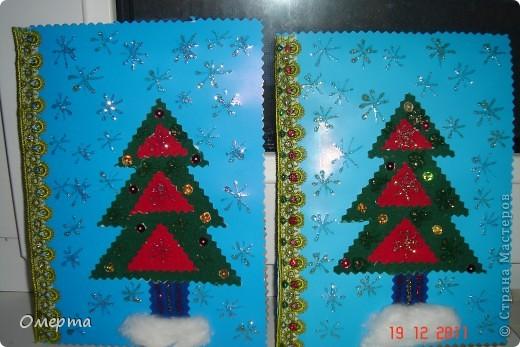 Вот такие открытки приготовили с дочкой(5 лет) на 8 марта бабушкам.Основа-2-х сторонний картон, сверху наклеены вырезки от открыток ненужных+наклеили стразики. фото 5