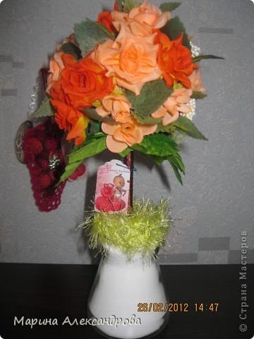 Здравствуйте дорогие мастерицы! Сегодня хочу показать вам подарочки к женскому дню для сестренки и похвастушки...это вот такой вот топиарий...в оранжевых тонах, для её прихожей, прихожая в оранжевом цвете, большая..думаю на комоде найдется для моего деревца место!!! фото 1