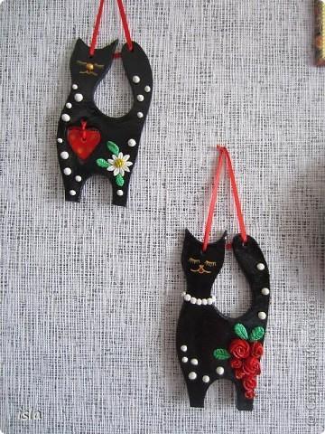 Вдохновленная гламурными кошечками Марины Александровой налепила себе таких же. Эту киску подарила на день Св. Валентина куме, у нее черная кошка есть. Ей как раз в тему. фото 3