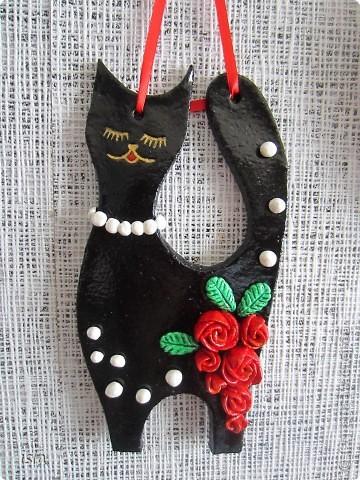 Вдохновленная гламурными кошечками Марины Александровой налепила себе таких же. Эту киску подарила на день Св. Валентина куме, у нее черная кошка есть. Ей как раз в тему. фото 2