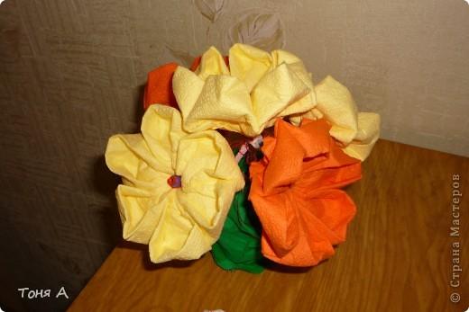 Цветочки к 8 марта!Цветы из пластиковых стаканчиков! фото 3
