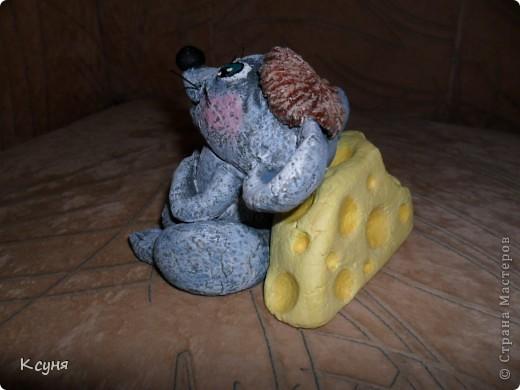 Вот такой сытый и довольный не то Мышь,не то Крыс, у меня получился..))) Его судьбу,во время лепки,спас именно этот вот кусок сыра..а не то Мышь был бы уничтожен из-за головонеустойчивости..))))) фото 2