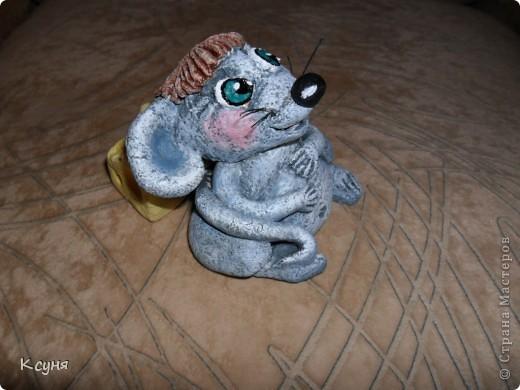 Вот такой сытый и довольный не то Мышь,не то Крыс, у меня получился..))) Его судьбу,во время лепки,спас именно этот вот кусок сыра..а не то Мышь был бы уничтожен из-за головонеустойчивости..))))) фото 5