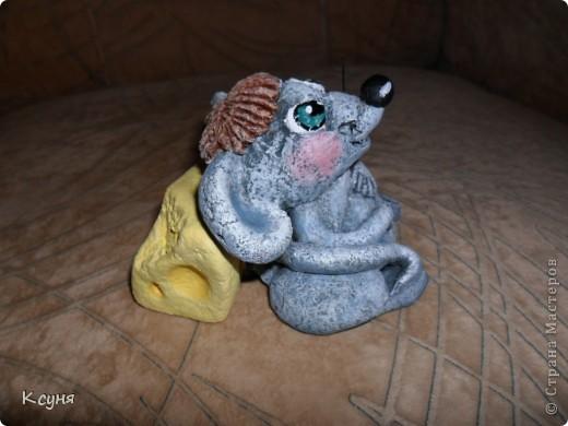 Вот такой сытый и довольный не то Мышь,не то Крыс, у меня получился..))) Его судьбу,во время лепки,спас именно этот вот кусок сыра..а не то Мышь был бы уничтожен из-за головонеустойчивости..))))) фото 7