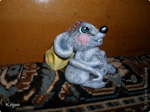 Вот такой сытый и довольный не то Мышь,не то Крыс, у меня получился..))) Его судьбу,во время лепки,спас именно этот вот кусок сыра..а не то Мышь был бы уничтожен из-за головонеустойчивости..))))) фото 10