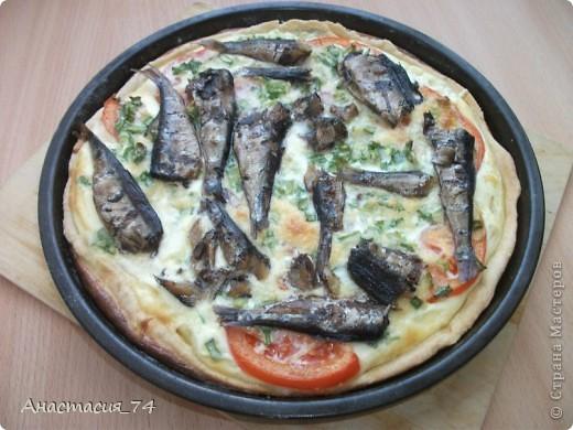 тарталетки: слоеное тесто. для начинки все что хотите. у меня была ветчина,, помидоры, сыр и зелень фото 2