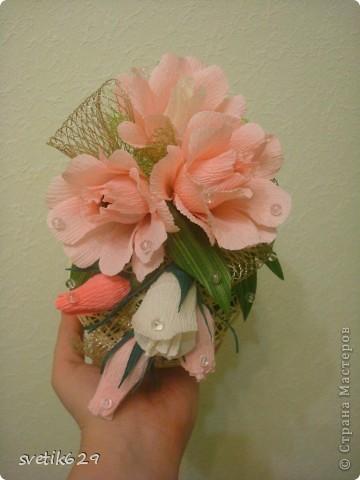 Шарик сделала из ниток в шаре  250гр конфет ,а сверху конфеты в каждой розе) фото 1