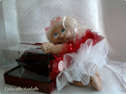 Малышка с подарком фото 6