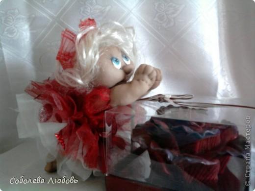 Малышка с подарком фото 3