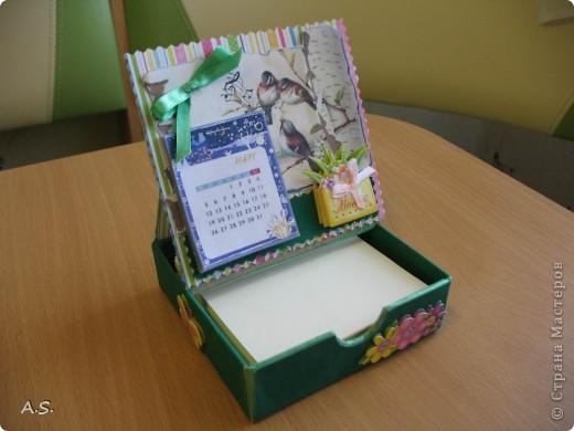 Очень понравилась подставка-календарь от Тинсанна (https://stranamasterov.ru/node/322171#comment-3451905), решили с дочкой учителей порадовать - подарки к празднику сделать. Получилось аляповато, зато по-весеннему - буйство красок:)))  фото 2