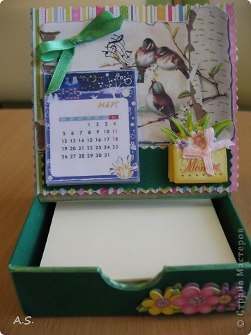 Очень понравилась подставка-календарь от Тинсанна (https://stranamasterov.ru/node/322171#comment-3451905), решили с дочкой учителей порадовать - подарки к празднику сделать. Получилось аляповато, зато по-весеннему - буйство красок:)))  фото 3