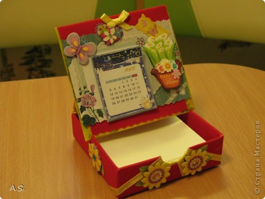 Очень понравилась подставка-календарь от Тинсанна (https://stranamasterov.ru/node/322171#comment-3451905), решили с дочкой учителей порадовать - подарки к празднику сделать. Получилось аляповато, зато по-весеннему - буйство красок:)))  фото 6