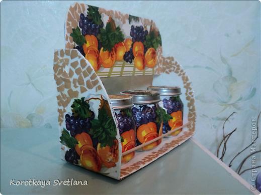 Племяннице к 8 марта сделала такой подарочек. Сама полочка из картона, перекладинки-шпажки, баночки от детского питания, яичное кракле. фото 2