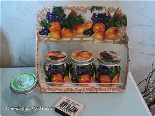 Племяннице к 8 марта сделала такой подарочек. Сама полочка из картона, перекладинки-шпажки, баночки от детского питания, яичное кракле. фото 7