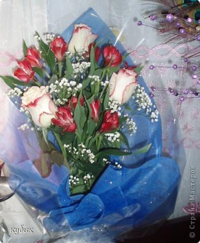 вот такой букет мне подарил сегодня муж.А я поздравляю вас и желаю женского счастья, чтоб вы всегда оставались такими же красивыми, добрыми и самыми лучшими.Дорогие мои подруги я вас очень люблю!!!!!!!!!!!!!!!!!!!!! фото 1