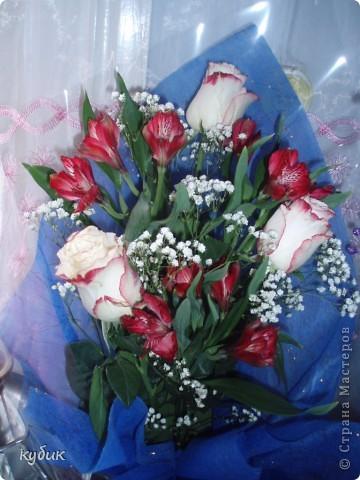 вот такой букет мне подарил сегодня муж.А я поздравляю вас и желаю женского счастья, чтоб вы всегда оставались такими же красивыми, добрыми и самыми лучшими.Дорогие мои подруги я вас очень люблю!!!!!!!!!!!!!!!!!!!!! фото 2