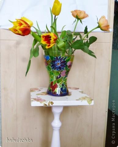 Подставка под цветы спокойно выдерживает такую вазу с цветами. фото 1